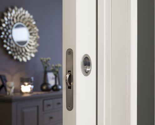 DSC4626 495x400 - Hvitmalte dører med lister