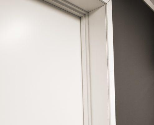 DSC4687 495x400 - Hvitmalte dører med lister