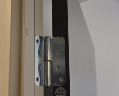 DSC 9088 e1548137565162 495x400 - Færder Kommune - malte dører i kontorbygg